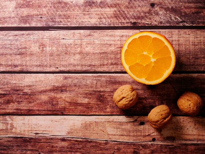 Wood - Material Food And Drink Food Healthy Eating Fruit Citrus Fruit Wellbeing Freshness Orange Color Orange Orange - Fruit Directly Above No People Table Cross Section SLICE Still Life Close-up Indoors  Full Frame Wood Grain Antioxidant