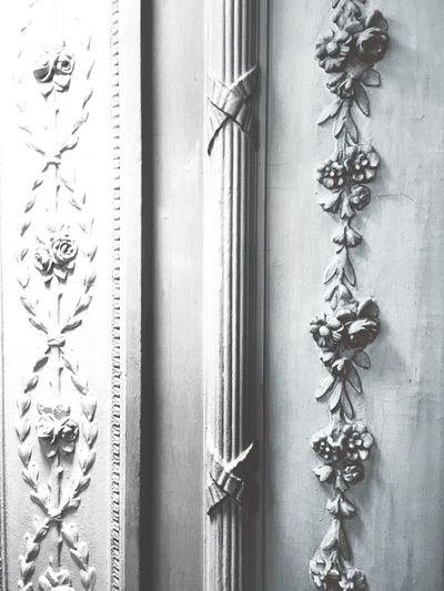 Bachground Copy Space Interior Style Walldecoration Hidden Gems  Architecture Flowers Wood Doordesigns Walldesign Pilaster Old Buildings Ornaments Ornament White Grey Art And Craft Wall - Building Feature Close-up Architecture Full Frame Pattern Creativity Design