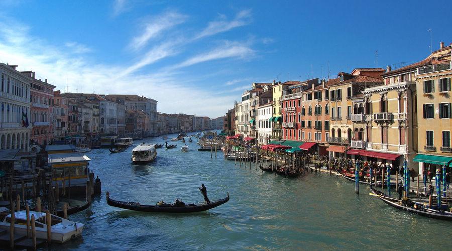 Jut a regular day in Venice Gondola Sunny Venezia Blue Bluesky Boats Venice Water