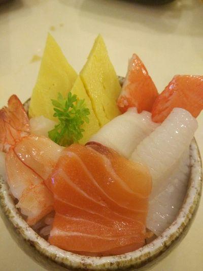 I love sushi. Food Hunter Eat Play Love Happy Friday! Jasmine's Diary