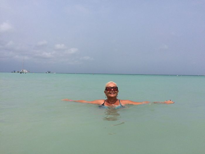 Pelicano píer, Aruba Looking At Camera Sea Smiling Beach Happiness Enjoyment Cheerful One Person Water Leisure Activity Front View Horizon Over Water Vacations Real People Nature Outdoors Sky Day Sand Aruba Viajandocomanabianco