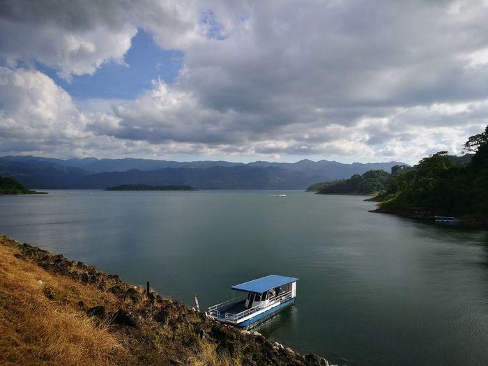 Volcán Arenal, La Fortuna, Costa Rica Laguna Del Arenal Beauty In Nature Lake Scenics Day Water