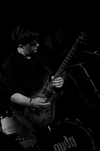 Music Musician Musical Instrument Electric Guitar Rock Musician Monochromatic Vitaonatureza Victornatureza Sombra Luz Cobertura Show Rock Music Pb Pretoebranco Blackandwhite Oudn Arts Culture And Entertainment Music