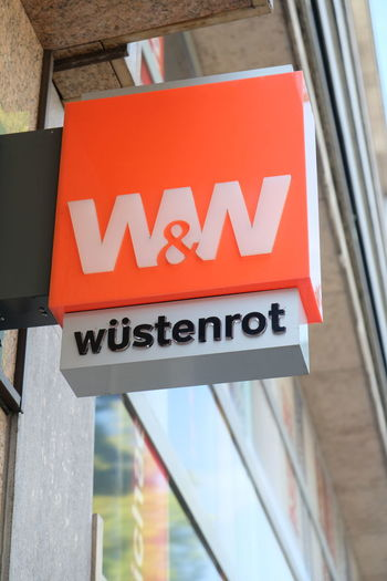 Mannheim, Germany - August 23, 2017: Wüstenrot Bausparkasse signage. Universal digital transaction bank, its main business is checking accounts, card services, fund brokerage and online activities W&W Bank Banking Building Exterior Close-up Information Sign Money No People Outdoors Saving Money Savings Sign Wüstenrot