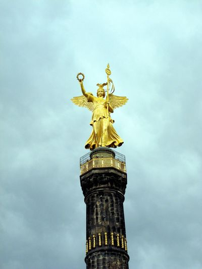 Statue of tower against sky
