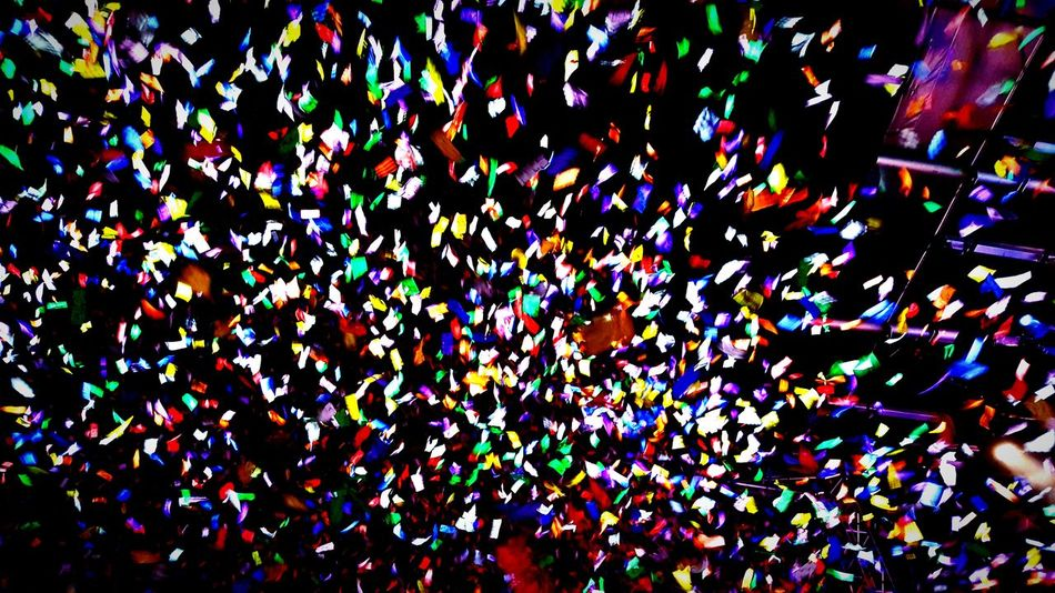 Confetti Crowd Celebration Large Group Of People Multi Colored Rock Musician Rock Group Performance Group Musical Instrument Weezer Concert Arts Culture And Entertainment Music Lifestyles Sommergefühle