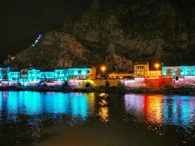 Yeşilırmak and Historical Amasya Houses at night... Amasya Turkey Historical Amasya Houses Old Amasya Houses Yeşilırmak Nightphotography Night Lights Reflection Frommypointofview From My Point Of View Frommyobjective Newtalent From My Perspective From My Objective HuaweiP9 Huawei P9 People And Places