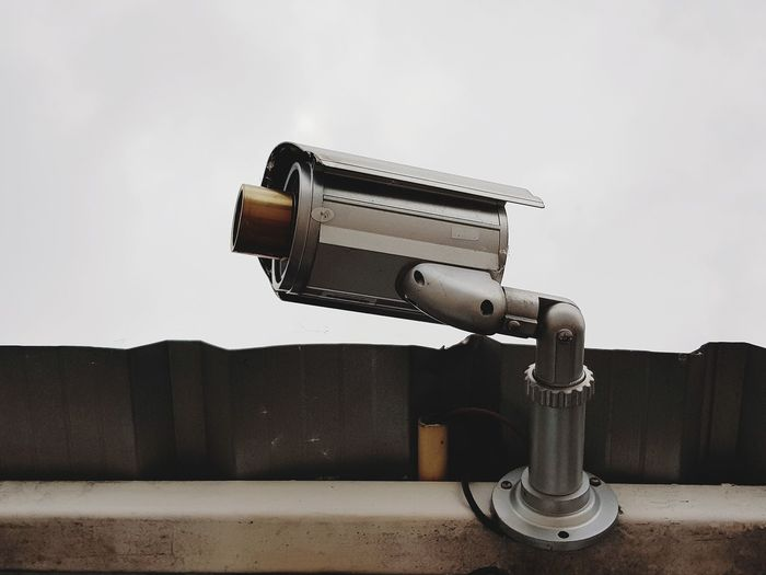 Astronomy Binoculars Camera - Photographic Equipment Close-up Coin Operated Coin-operated Binoculars Day Hand-held Telescope Metal Nature No People Optical Instrument Photography Themes Security Security Camera Security System Sky Surveillance Technology Telescope Wall - Building Feature