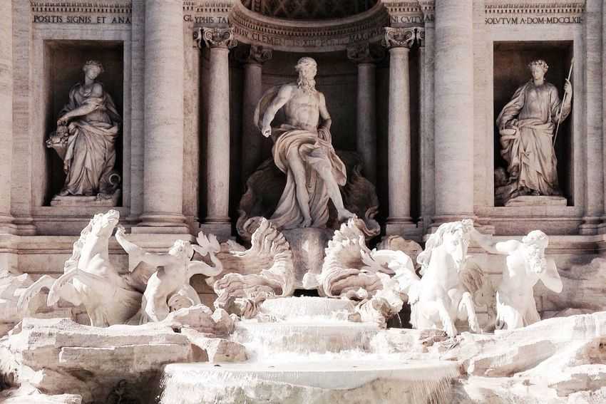 La dolce vita Dolcevita  Fountain Trevi Fountain Roma Italia Traveling Lifestyles Rome Italy Architecture Life In City Romantic EyeEmNewHere The Week On EyeEm Moving Around Rome