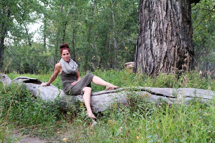 A walk in Fish Creek Park can yield interesting photos. I love nature photograpy! The Great Outdoors - 2019 EyeEm Awards Pretty Girl Stting On A Tree Trunk Beauty In Nature Outdoors Outdoors Photograpghy  Unedited Color Photo A Day In The Park Pretty Redhead