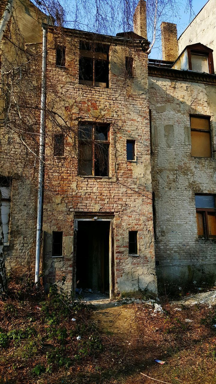 architecture, built structure, building exterior, building, abandoned, old, window, damaged, no people, run-down, day, history, house, weathered, obsolete, decline, deterioration, bad condition, the past, wall, outdoors, ruined