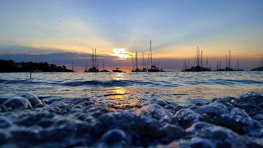 Sunsets...Sunset Boats Beach Beachlife Usvi Usvirginislands Livelife Lovelife Waterisland Beachtime Theadventurejunkies