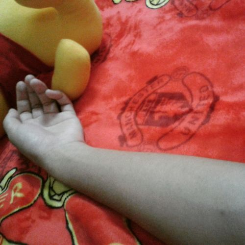 Good morning lazy day ~T_T~I just want to staying in bed all day *_* Relaxing That's Me My Hands My Arm Hello World Lazy Day Lazy Laying In Bed Manchester United