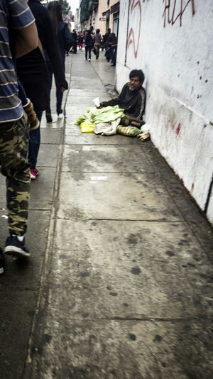 Sidewalk Adults Only Low Section Adult Walking Street Vida Cotidiana Perù 🇵🇪 Lifestyles Real People Streetphotography People Young Adult City