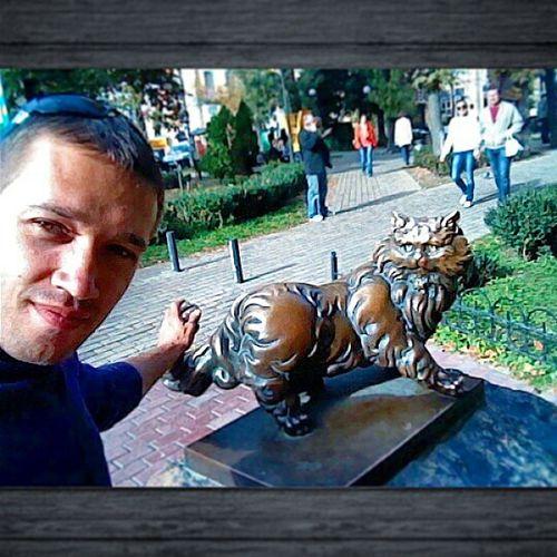Я с котенком в Золотоворотском сквере 🐱🐈🐯🐅
