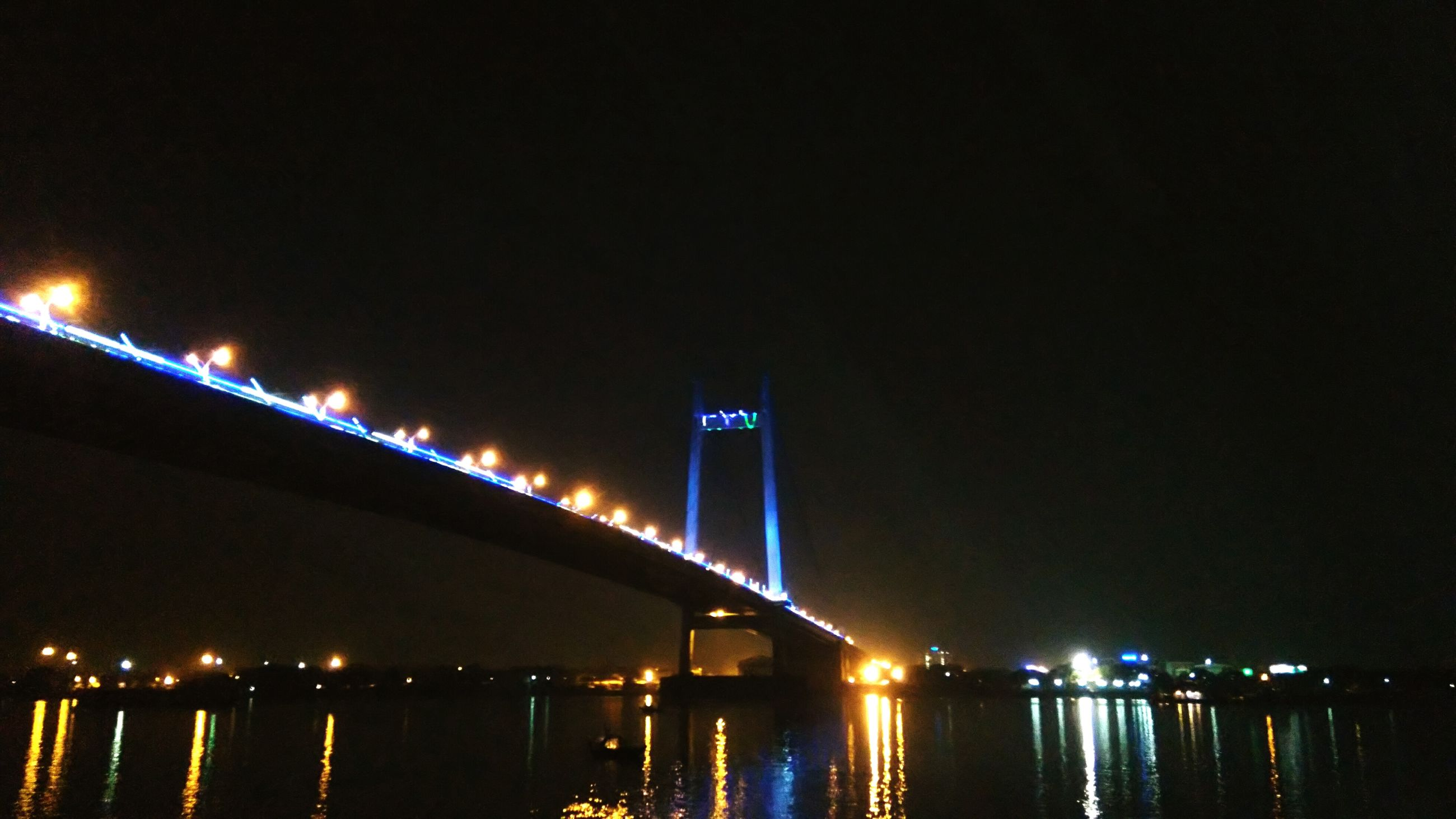 illuminated, night, water, connection, architecture, built structure, bridge - man made structure, waterfront, river, city, reflection, suspension bridge, sea, engineering, sky, bridge, light, copy space, transportation, building exterior