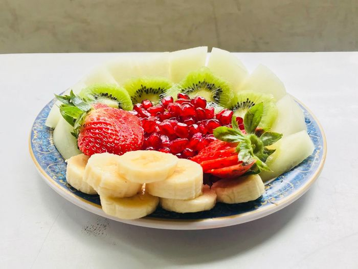 Fruit plate Utkarsh_agarwal97 Utkarsh Agarwal Food Food And Drink Strawberry Plate Freshness Fruit Ready-to-eat Still Life Kiwi - Fruit Serving Size Dessert Sweet Food No People Indulgence Table High Angle View Indoors  Raspberry Red Temptation