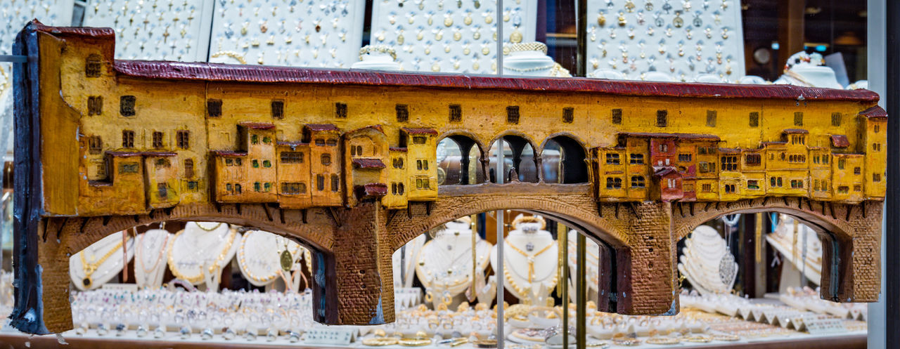 Architecture Built Structure Day No People Building Exterior Outdoors Building Travel Destinations Selective Focus Focus On Foreground Snow Text Travel Business Window Arch In A Row The Past Winter Communication Ponte Vecchio - Firenze