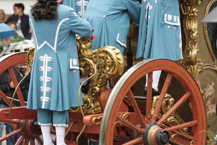 Carriages  Coach Uniform Rutenfest  Rutenmontag Servant Servants Standing