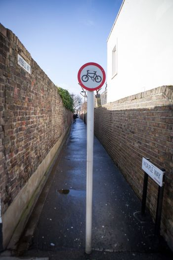 Worple Way Richmond Brick Wall Symbol Sign Commuting Getting Around LONDON❤ London Everyday Lives City Life Alleyway Urban Bikepath Bike Path Alley Bike Cycling Cycle Path Pmg_lon