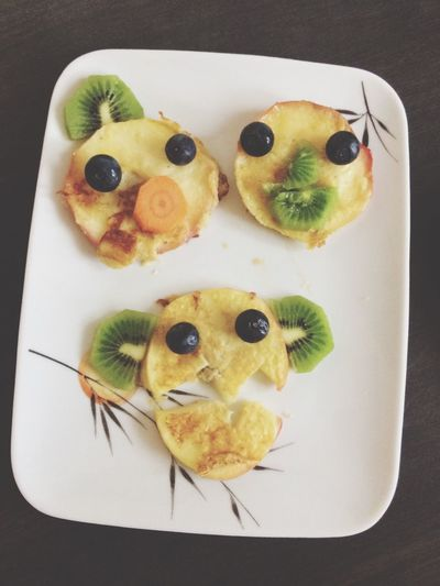 Food Freshness Plate Food And Drink Table Healthy Eating Indoors  SLICE Appetizer Ready-to-eat No People Anthropomorphic Face Close-up Day Blueberry Applerings Sunday Breakfast Start Happy 😊