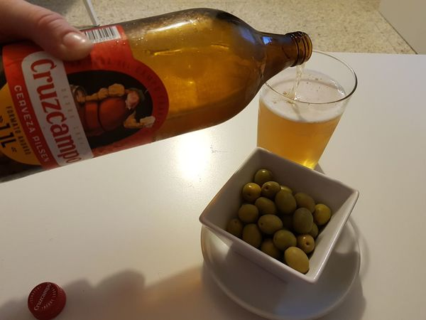 ¿Una cervecitas? Cruzcampo Botella Botellas Botellas De Cerveza Cerveza Cervezas Cervezas Del Mundo Aceitunas Aceitunas Verdes Food And Drink Indoors  Drink Fruit High Angle View Healthy Eating Bowl Freshness Food No People Close-up Ready-to-eat Day Business Stories EyeEmNewHere Love Yourself