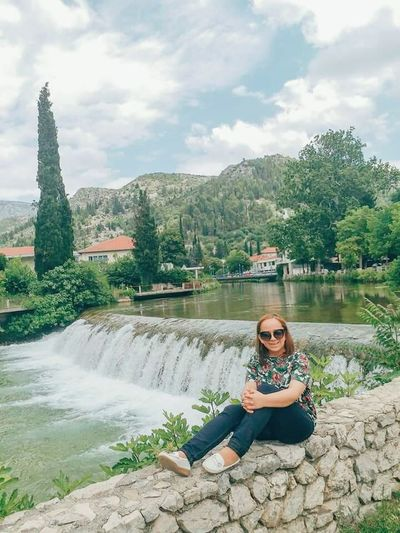 Jedna iz meni dragog grada Stoca. 🍀 Stolac Bosna I Hercegovina Bosnia And Herzegovina Full Length Sitting Mountain Portrait Women Beautiful People Young Women Beauty Waterfall Scenics