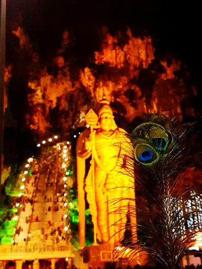 Batu Caves Thaipusam 2017 Malaysia Statue Hinduism Hindu Temple Peacock Feathers Peacockphotos Outdoors Hindufestival Around Me Nightview Hindu God Thaipusam2017 Cheerful Photography BatuCavesHinduTemple Statue In The City Statue Photography Lord Murugan Around The World Beginnerphotographer Beginner Level