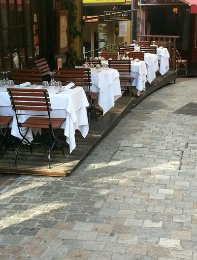 Life Mid Rue Du Suquet, Vieux Cannes.