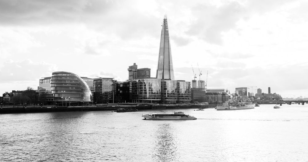 Travel // I'm super excited to announce another travel that I'll do this Christmas ... Yes, I'll be travelling back to London 😃, new more exciting photos are on your way ... Blackandwhite Built Structure City Life Cityscape Famous Place International Landmark Modern Monochrome Nikon Nikonphotography Outdoors Shard South Bank The Shard Traveling