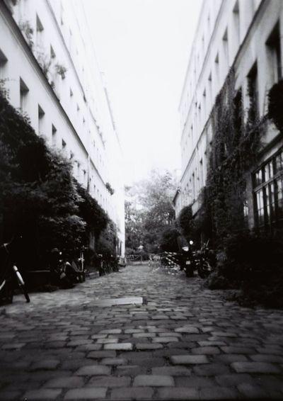 Blackandwhite Holga Paris Paris, France  Streetphotography Street Summer Sweet Nice Atmosphere Lomography First Eyeem Photo