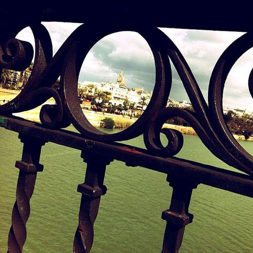 La Giralda desde el Puente de Triana Unaciudadtumirada Vuelingairgallery Mejroxy