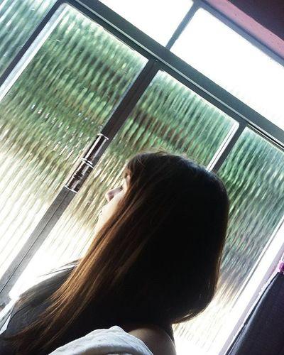 O sol brilha na minha janela hoje, e eu pensando e se esse dia fosse diferente, menos cinza, tipo, mais cores.. 💚🦄👽 3030 Suasfotografiasb Suafotografiaaq Vscogrambrasil Tumblr Gradefotografica Vscograde