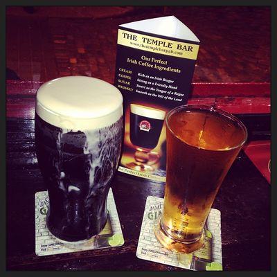 Dinner with live music... sláinte! #tbex Travelblog Travelblogger Beer Irishcoffee Lovedublin Tbex Pub Travel Dublin Guinness Bier Cider Reisen Slàinte Templebar Cidre
