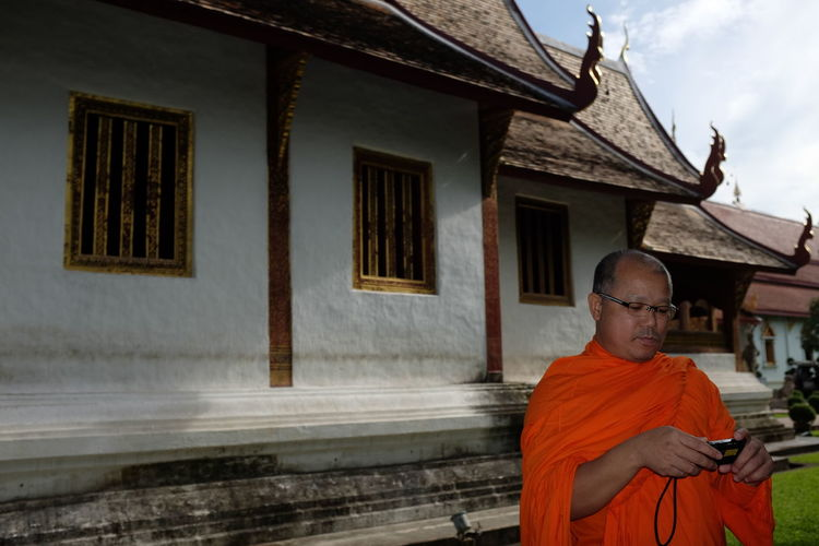 tradition and technology Architecture Architecture_collection Bokeh Building Exterior Chiang Mai | Thailand Copy Space Envision The Future Everybodystreet Fujifilm_xseries Monk  No Edit/no Filter Portrait Street Photography Street Portrait Streetphotography Technology Thailand Thailand_allshots Travel Photography Wanderlust Buddhist Monk Taking Photos Of People Taking Photos Buddhist Temple Outdoors Daytime