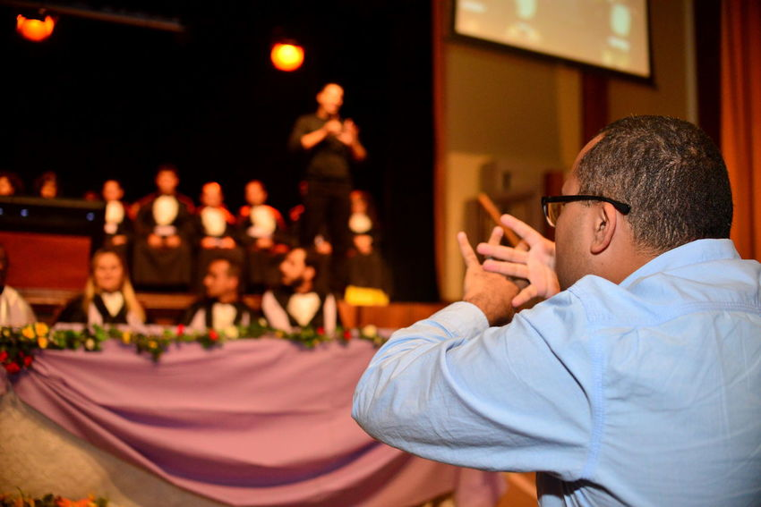 Brazilian Sign Language This Is Strength EyeEm Best Shots Eye4photography  Getting Inspired Deaf Deafness Language Sign Language Graduation Focus On Foreground Real People Adult Sitting Community Communication Glasses Eyeglasses  Dof Stage