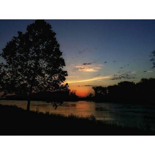 Sunrise on Missouri river... Atchison Kansas... Ks_pride Atchison Sunsetsofinstagram Sunrisesofinstagram Wow_america TRB Sunrise Sunrisesaroundtheworld Instapic Instagood Kansasphotographer Kansasnature Kansasphotos Beautiful Fuckyeah