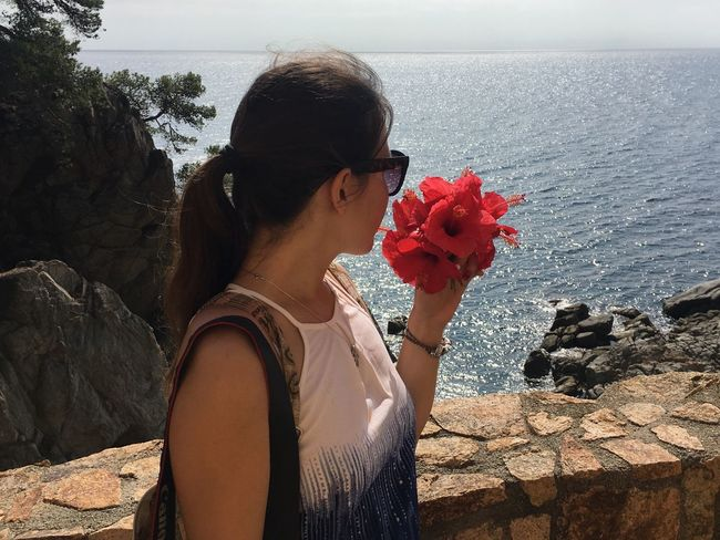 Beauty In Nature Beauty In Nature Bouquet Flower Fragility Hibiscus Holding Lloret De Mar Lloretdemar Looking Into The Future One Person One Woman Only Only Women Outdoors S Sea Summer Vacations Young Women