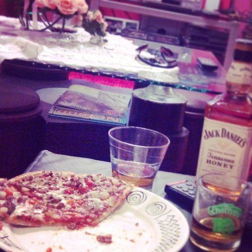 Poseyyy Jackdaniels Honey Pizza LikeaNinjaturtle Avec Zoé!!<3