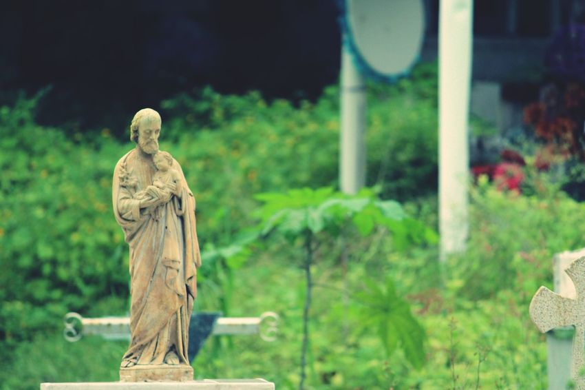 Human Representation Statue Cemetery Sculpture No People Outdoors Day Spooky