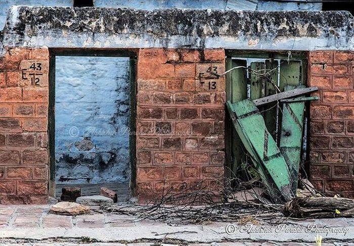 """Frame gates"" Instameet jodhpur WWIM12JODHPUR WWIM12 Mandore_ruins Todayimet Igersjodhpur Cicjodhpur Planetjodhpur Photographie  Rajasthan Like4like Bluecity Photowalk Picoftheday Travel"