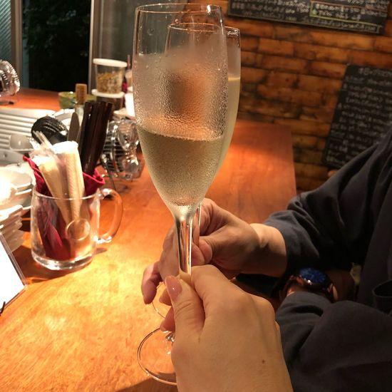 シャンパン ワイン Prosecco Wine Champagne Cheers 乾杯 Alcohol Refreshment Drink Glass Food And Drink Wine Human Hand