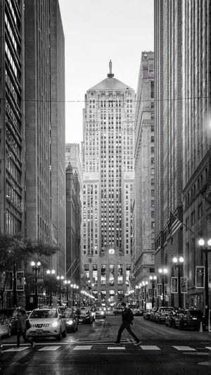 Black and white seemed just right tonight 🕔 ✔️🔝🔘☑️⚪️⚫️🔲🔳⬜️⬛️◻️◽️ Classic Architecture Architecture Chicago Market Stocks Stocks And Bonds Business Money Bank Blacka And White Balck And White Collection Blackandwhite City Building Exterior Architecture Transportation Street Built Structure Mode Of Transportation