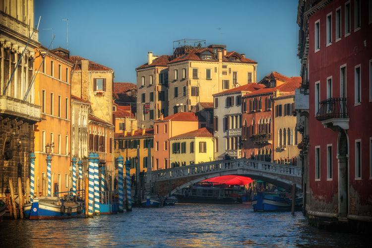 Palazzi Sunlight Travel Venice, Italy Bridge Canals Canals And Waterways Palace Travel Destinations Vendigo