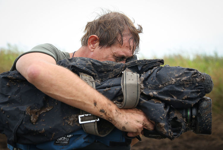 A cameraman WORKING IN DAKAR 2016 Argentina CameraMan Dakar Day Extreme Sports Heavy Mud Real People Working