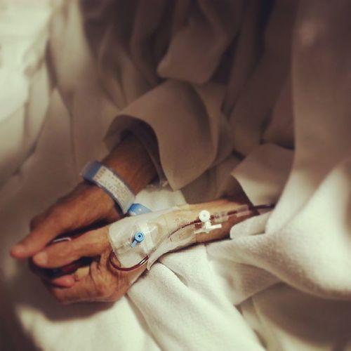 اللهم رب الناس، أذهب البأس، اشفي أنت الشافي، لا شفاء إلا شفاؤك، شفاء لا يغادر سقما  يدي عبدالله