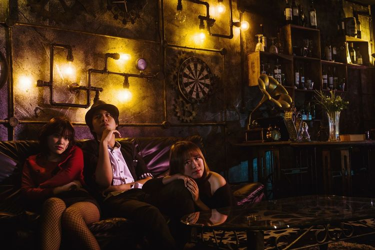 Bar Bar Sitting Nightlife Adults Only People Group Hard Light Strobe Flash Studio Indoor Portrait Asdgraphy Malaysia Casual Models Togetherness Guy Girl Sony Sony A6000 Sonyphotography Sonyimages Alphauniverse Sonyalpha