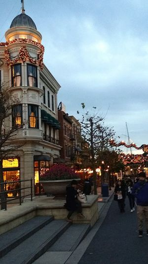 American Architecture New York Street Architecture Disneyarchitecture Nightfall Outdoors Night Shot Illuminated Building Exterior Theme Park Resort DisneySea Tokyodisneysea Nightlights Night Nightphotography City Street Tokyo Japan TokyoDec2016 JapanDec2016