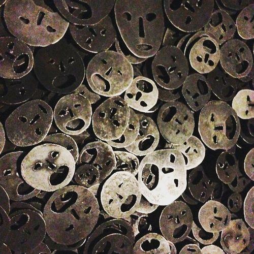 Jewish Museum Instalation VOID Fallen Leaves Kadishman Shalekhet Memory Void Faces