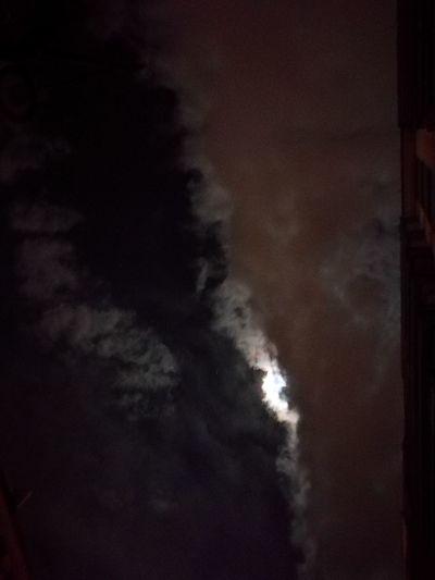 Grenoble Lune Moon Nuage Lose Perte Désespoir Clouds Lunar Half-visible Outdoors Night